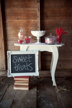 Chalkboard Wedding Signs - chalkboard sign as your welcome sign, or sign for your bar showing the drinks you have on offer. Use blackboard arrow signs Valentines Day Weddings, Valentines Day Desserts, Vintage Valentines, Vintage Party, Vintage Decor, Vintage Style, Vintage Inspired, Blackboard Wedding, Wedding Desserts