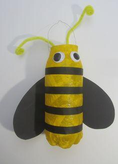 Bienenlaterne aus einer Wasserflasche basteln – knuffeliges.de