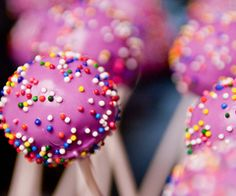 then i feel like crap, then i run, then i get tired. all cuz of that cake pop. that evil, evil, delicious cake pop. Purple Cake Pops, Purple Cakes, Ketones Diet, Cake Pops How To Make, Rainbow Food, Justgirlythings, Girly Quotes, Reasons To Smile, Favim