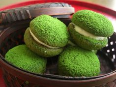 Matcha Snow ball recipe Butter - 70g Soft flour - 100g green tea - 6g  almond powder - 70g salt - 2g superfine sugar - 45g  1, is applied to all the materials that are cooled in the refrigerator well in a food processor.  2, was transferred to a bowl Once in minced shape, and to collectively feeling to fold so as not knead.  Take 3,1 or 9g position, round.  4, rested 30 minutes place in the refrigerator, and bake 20 minutes at 170 degrees much of the oven.