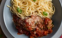 Recipe for Ostrich Meatballs in a hearty Tomato Sauce. Serve with your favourite type of pasta! Tomato Sauce Recipe, Sauce Recipes, Healthy Family Meals, Healthy Snacks, Group Meals, Smoked Paprika, Recipe Of The Day, Delicious Desserts, Stuffed Peppers