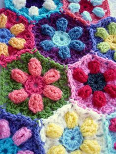 Predictably following my obsessions for daisies and bobbles, creating the Puffed Daisy Hexagon was inevitable!