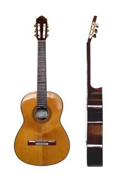 Voor- en zijaanzicht van een klassieke gitaar