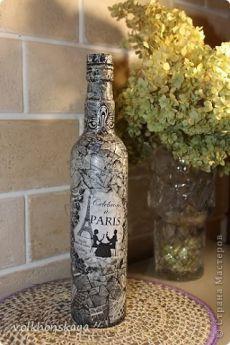 Имитация камня и монохром на бутылке
