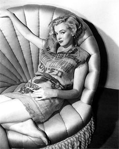 Marilyn Monroe photographed by Earl Theisen, 1951. rare reclining in potato sack