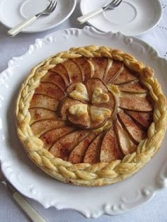 PASTU domov: Hruškový koláč s pudinkem Pavlova, Apple Pie, Desserts, Tailgate Desserts, Deserts, Postres, Dessert, Apple Pie Cake, Plated Desserts