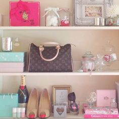 Total girly bookshelf.