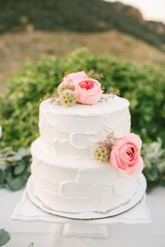 Textured floral topped Malibu wedding cake: http://www.stylemepretty.com/california-weddings/malibu/2015/11/19/travel-inspired-airy-romantic-malibu-garden-wedding/ | Photography: Leah Vis - http://www.leahvis.com/