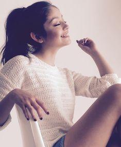 cuando sonries me iluminas el dia eres como un rayo del sol. Disney Channel, Selena Gomez, Cimorelli, Sofia Carson, Fashion Tv, Dove Cameron, Ariana Grande, Actresses, Tumblr