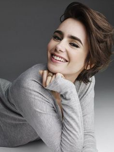 Lily Collins Photographed By Victor Demarchelier, Credit To Lily Collins Brasil Ms Short Hair Styles For Round Faces, Cute Hairstyles For Short Hair, Hairstyles For Round Faces, Cool Haircuts, Short Hair Cuts, Bob Hairstyles, Kids Hairstyle, Ladies Hairstyles, Lily Collins