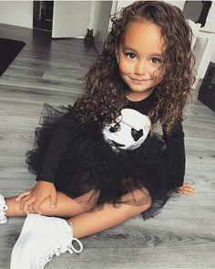 Fashion Kids, Toddler Fashion, Cute Mixed Babies, Cute Babies, Cute Little Girls, Cute Kids, Beautiful Children, Beautiful Babies, Interracial Babies