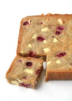 These are the BEST blondies I've ever had! Buttery with being too sweet, flavoured with brown sugar, white chocolate and raspberries. Tray Bake Recipes, Brownie Recipes, Baking Recipes, Cake Recipes, Dessert Recipes, Yummy Treats, Sweet Treats, Yummy Food, Tray Bakes