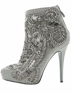 zapatos bordados con piedras -