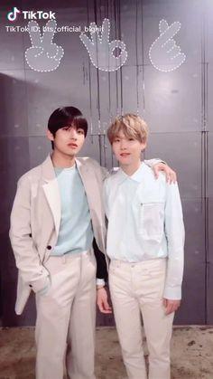 Bts videos on tiktok Foto Bts, Bts Taehyung, Bts Bangtan Boy, Jungkook Abs, Bts Memes, Wallpaper Animes, V Bts Wallpaper, 24k Kpop, J Hope Dance