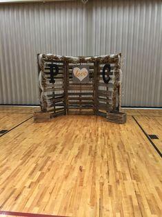 Jenkins wedding pallet backdrop