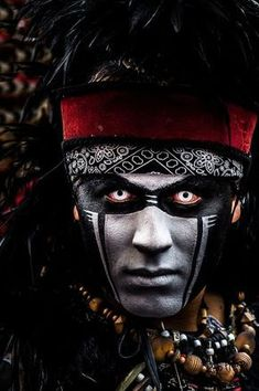 Alternative Ancient Aliens Anunnaki History Of The Mayan Calendar Beispiel eines Maya-Kalenders. Native American Face Paint, Native American Warrior, Native American Paintings, Native American Images, American Indian Art, Native American Tribes, American Indians, Ancient Aliens, Tribal Makeup