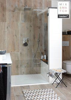 De tegels in deze Baden+ Mix & Match badkamer zorgen voor de warme sfeer. Niet van echt hout te onderscheiden, maar wel met alle voordelen van een tegel.
