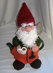 Ravelry: Gnome Tea Cosy and Toy Gnome pattern by Rian Anderson.  Gnome!