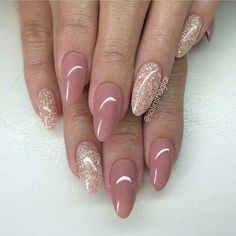101 Classy Nail Art Designs for Short Nails - pennycakes - 101 Classy Nail Art Designs for Short Nails The cute simple design on one nail is super easy to do, and it just uses your natural nail color, so you don't need to worry about running the . Neutral Nails, Nude Nails, Pink Nails, Glitter Nails, My Nails, Oval Nails, Shellac Nails, Coffin Nails, Stylish Nails