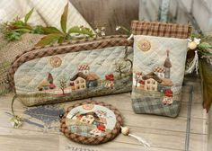 Japanese patchwork - a gallery of beautiful work here Patchwork Bags, Quilted Bag, Small Quilts, Mini Quilts, Cute Crafts, Diy And Crafts, Japanese Quilts, Antique Quilts, Patch Quilt