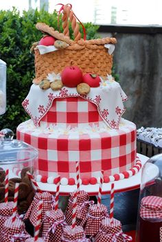60th Birthday Party Decorations, Picnic Decorations, 18th Birthday Cards, Birthday Party Tables, First Birthday Cakes, Bolo Picnic, Picnic Cake, Picnic Themed Parties, Country Themed Parties