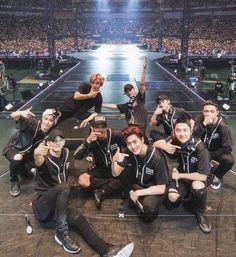 Exo Group Photo, Group Photos, Chanyeol Baekhyun, Exo Kai, Foto Bts, Chen, Exo Songs, Exo Album, Exo Lockscreen