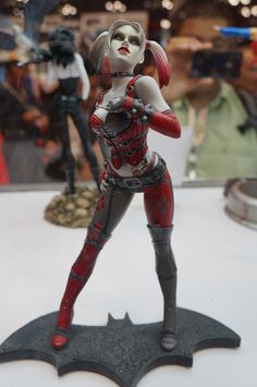 EXCELLENT Harlequin statue featured at NYCC