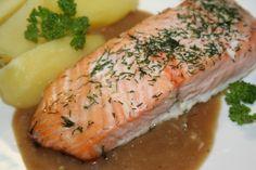 Porce lososa osolíme, opepříme, zakapeme citrónem a posypeme koprem.Poklademe máslem, vložíme do trouby rozehřáté na 250°C a pečeme 10-15 minut... Sushi, Salmon, Pork, Food And Drink, Cooking, Ethnic Recipes, World, Diet, Kale Stir Fry