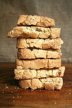 baked almond biscotti