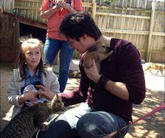 Ian Somerhalder - 10/04/14 - iansomerhalder loving the #noahsark animals & children.. what a awesome man http://pic.twitter.com/9dCP70JH78 - Twitter & Instagram Pictures