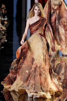 What an incredible print on this Elie Saab gown! I need to make an Elie Saab board! Beautiful Gowns, Beautiful Outfits, Gorgeous Dress, Couture Fashion, Runway Fashion, Couture Style, Mode Glamour, Look Fashion, Fashion Design