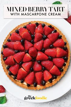 Berry Tart With Mascarpone Cream Tart Recipes, Best Dessert Recipes, Easy Desserts, Sweet Recipes, Delicious Desserts, Berry Tart, Fruit Tart, Soften Cream Cheese, Easy Pie
