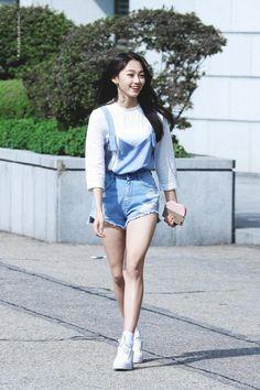 Gugudan's Mina Lost 29 Pounds And Now She Looks Like This — Koreaboo A Girl Like Me, Good Girl, My Girl, Kpop Girl Groups, Korean Girl Groups, Kpop Girls, Korean Girlfriend, Cosmic Girls, How To Slim Down