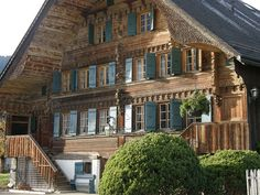 This lovely Austrian guesthouse welcomes us with open shutters, saying: Come, spend a few days with us, enjoy the fresh air and recharge your batteries! Alpine Chalet, Swiss Chalet, Chalet Chic, Chalet Style, Chalet Design, Cabin Design, Design Rustique, Chalet Interior, Home Building Design