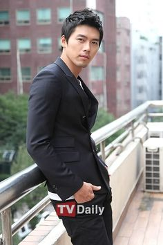 Friday pictures: Hyun Bin: Still rocking the bad boy look - Alexandra Leaving — LiveJournal Korean Hairstyles Women, Asian Men Hairstyle, Japanese Hairstyles, Men Hairstyles, Asian Hairstyles, Hyun Bin, Asian Actors, Korean Actors, Korean Dramas