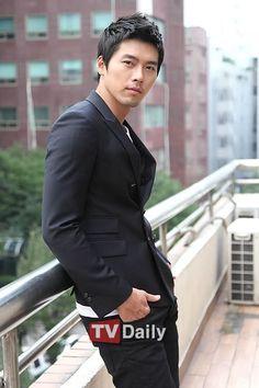 Friday pictures: Hyun Bin: Still rocking the bad boy look - Alexandra Leaving — LiveJournal Hyun Bin, Korean Hairstyles Women, Asian Men Hairstyle, Japanese Hairstyles, Men Hairstyles, Asian Hairstyles, Korean Star, Korean Men, Asian Actors