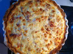 pâte brisée, tomate, jambon, mozzarella, crême fraîche, gruyère râpé, ail, Poivre, Sel
