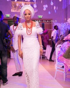 If you know us, you know we love gorgeous and flattering Aso-Ebi styles! Busayo Makinwa, one of the beautiful sisters of OAP Toke Makinwa got married to her charming groom… Nigerian Lace Styles, African Lace Styles, African Lace Dresses, Latest African Fashion Dresses, African Print Fashion, African Traditional Wedding Dress, Traditional Wedding Attire, African Wedding Attire, African Attire