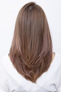 The inner roll nuances of the shaggy touch and the soft texture are attractive . シャギータッチでソフトな質感が魅力の内巻きニュアンス… Shaggy-touch, soft texture is attractive inside-roll nuance hair Haircuts For Medium Hair, Haircut For Thick Hair, Medium Hair Cuts, Long Hair Cuts, Hairstyles Haircuts, Straight Hairstyles, Haircut Medium, Long Haircuts For Women, Oval Haircut