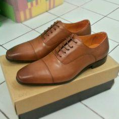 Men formal shoe. Tan / light brown. Dazzling.