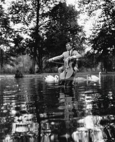 Robert Doisneau // Maurice Baquet - Lac des Cygnes 1957