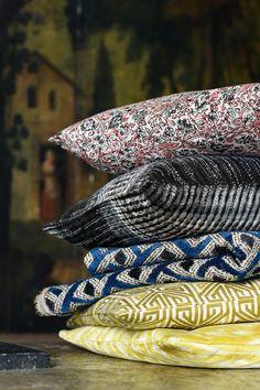 This geometrical jacquard evokes the structure of Miao embroideries. Textile Design, Textile Art, Pierre Frey Fabric, Bleu Indigo, Custom Carpet, Color Harmony, Art Base, Decoration, Colorful Interiors
