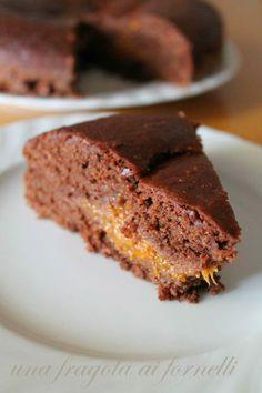 """Mi sono permessa di chiamare questa torta """"Sacher"""" (ma comunque tra virgolette!) perchè gli elementi principali (ovvero cacao, cioccolato ..."""