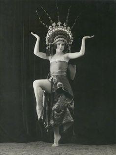 Lillebil Ibsen by Bassano, 1920