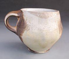Taza suiza, 3 1/2 pulg. (9 cm) de altura, porcelana lanzado rápido, cocida en Anagama de 2005, por Simon Levin.
