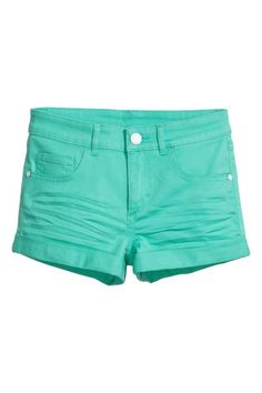 Short 5-pocket shorts in stretch twill with sewn-in turn-ups at the hems.