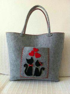 This Pin was discovered by nur Handmade Handbags, Handmade Bags, Felt Purse, Felt Bags, Cat Bag, Denim Bag, Fabric Bags, Felt Crafts, My Bags