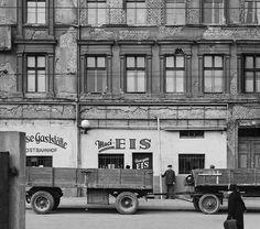 Berlin, Fruchtstraße am 27. März 1952  Fruchtstraße # V, 71–76, zwischen Lange Straße und Müncheberger Straße (Ausschnitt)  |  © Arwed Messmer, fotografiert von Fritz Tiedemann, rekonstruiert und interpretiert von Arwed Messmer
