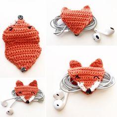 crochet phone holder ear bud holder crochet [no pattern] -Foxy earbud holder version is done! by charissapraydesigns Crochet 101, Crochet Cord, Cute Crochet, Yarn Projects, Crochet Projects, Crochet Designs, Crochet Patterns, Small Crochet Gifts, Crochet Phone Cases
