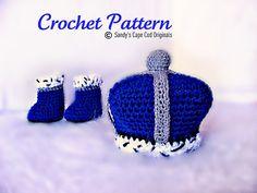 Ravelry: 535 Little Prince/Princess Crown and Booties pattern by Sandy Powers Crochet Baby Props, Crochet Photo Props, Crochet Baby Clothes, Crochet For Boys, Newborn Crochet, Boy Crochet, Crochet Beanie, Crochet Yarn, Crochet Socks